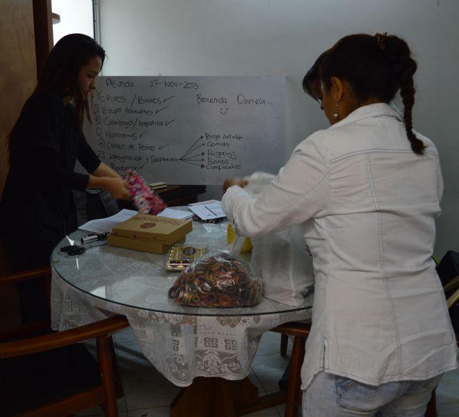 Frauen-verpacken-Schmuck-Medellin