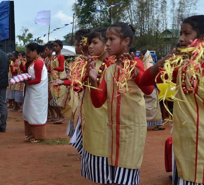 Gemeinde-in-Nongbah-feiert
