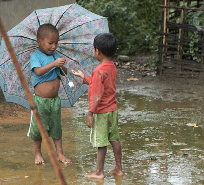 Kinder-im-Monsun