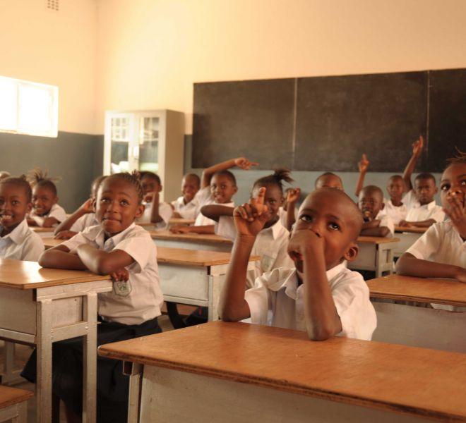 Kinder-im-Unterricht-Salvatorianer-Schule-Wokovu