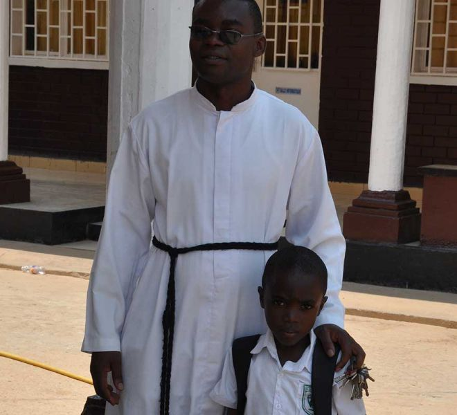 Liebevolle-Betreuung-Salvatorianer-Schule-Wokovu