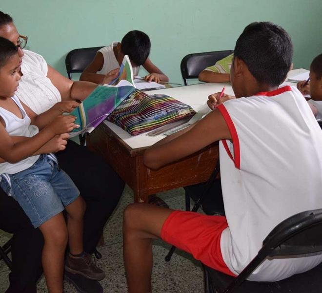 Spielend-lernen-die-Waisenkinder-im-Casa-Hogares