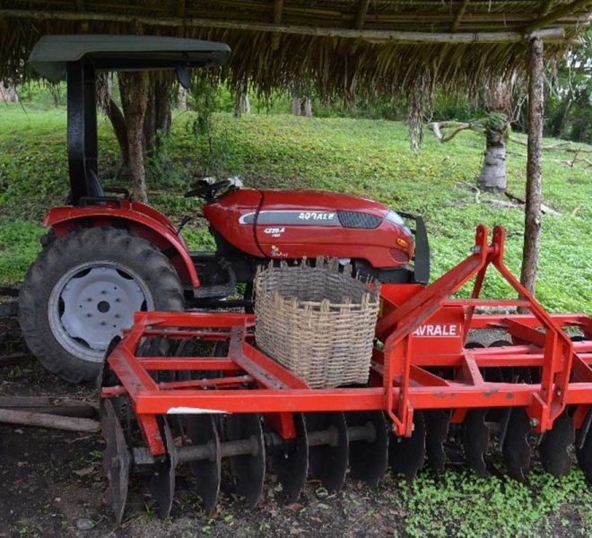 farmprojekt-salvatorianer-brasilien-traktoren-und-werkzeug