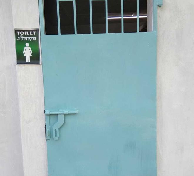 Sanitaere-Anlage-fuer-indische-Schule