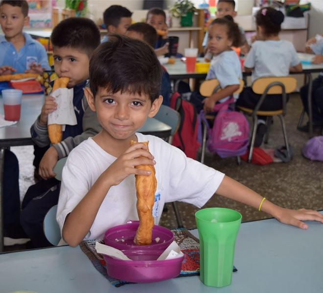 Endlich-etwas-zu-essen-salvatorianer-helfen-mit-Schulspeisung