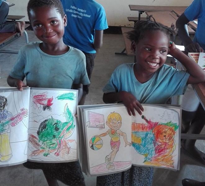 Kinder-freuen-sich-ueber-den-Unterricht