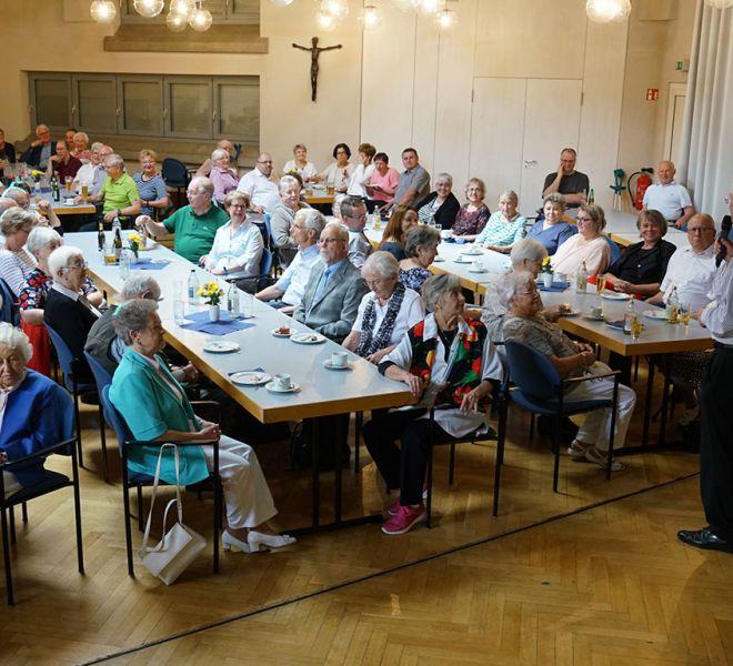 Viele-Spender-kamen-zum-Vortrag