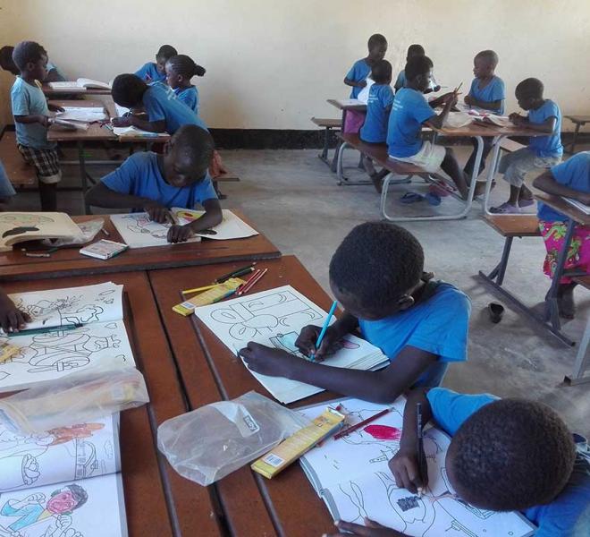 Volles-Klassenzimmer-in-Deepi-Island