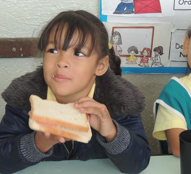 glueckliche,-satte-kinder-an-salvatorianischen-schulen-in-caracas